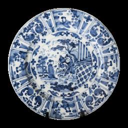 Image – http://www.hustinxtaxaties.nl/content-image-thumbnail/work-4/delftsblauw-aardewerken-schotel-met-chinoiserie-decor-gemerkt-met-monogram-gk.png